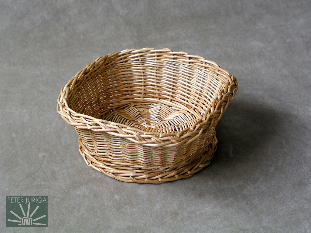 2003-01 I demonstrated a new, invented border on this bowl, along with a unique basket shaping technique and a bigger kind of foot. | Peter Juriga