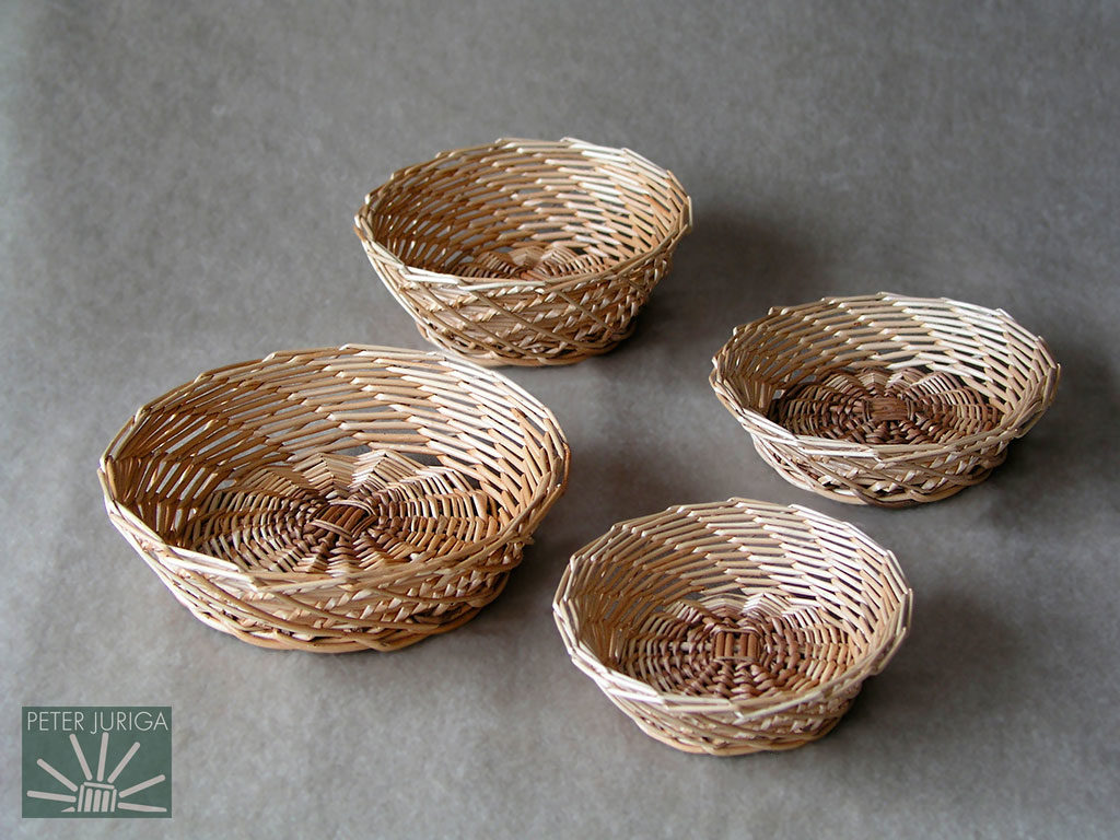 2005-3 This weaving style may have come to Europe through Chinese or Vietnamese merchants. These baskets were created to document the weaving procedures | Peter Juriga