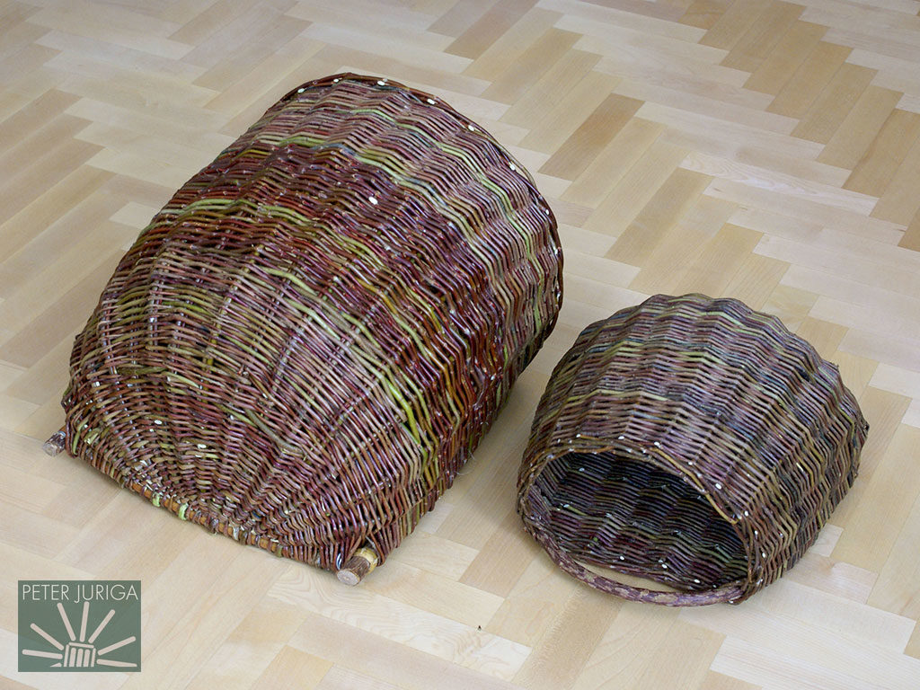 2010-2 At left is a traditional Orava back basket with the fan shaped base. On the right is a variation | Peter Juriga