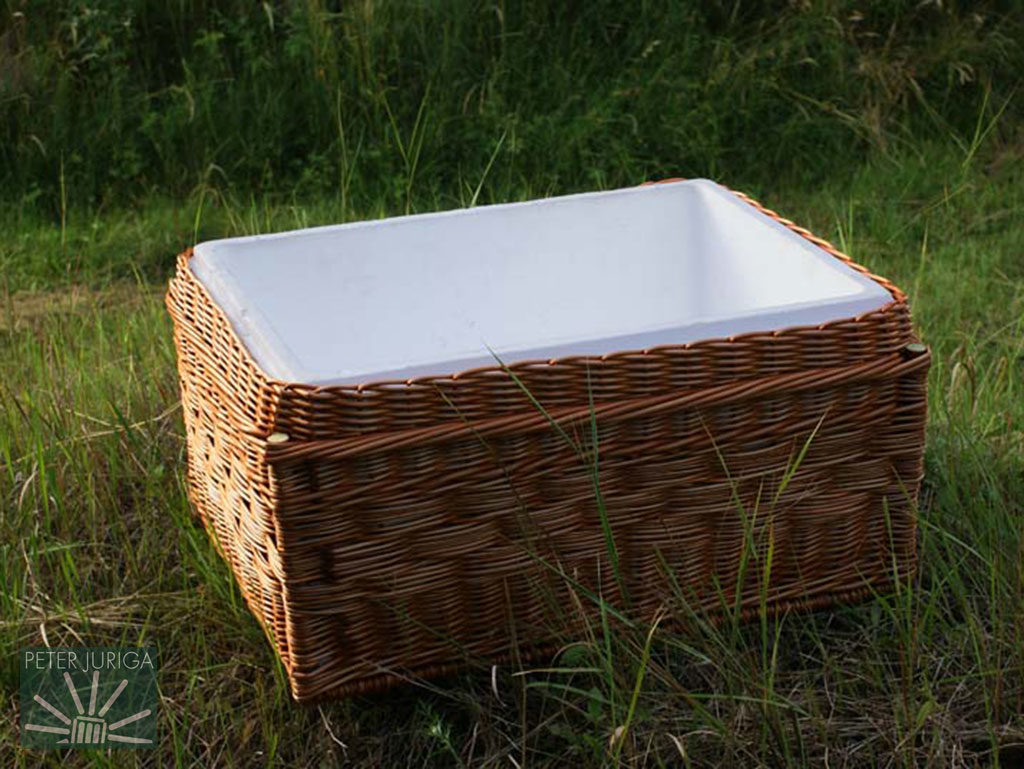 2011-2 A woven casing for the body of a polystyrene food cooler | Peter Juriga
