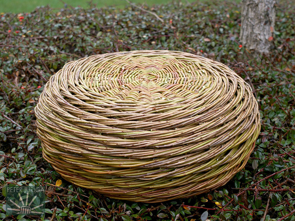 2014-2 I used a stronger and bigger willow, Zlatolic (Purpurea variety), for the framework and the rest of weave was made with Uralis. The bottom side is shown | Peter Juriga