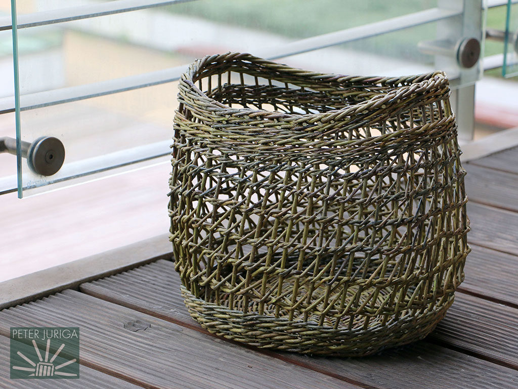 2017-1 Made from Uralis willow rods leftover from my courses, this bag was woven from a pattern created by Anne Matte Hjørnholm of Denmark | Peter Juriga